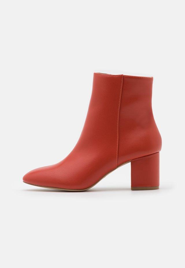 KLARA - Kotníkové boty - brick