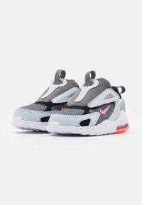 Nike Sportswear - AIR MAX BOLT UNISEX - Trainers - smoke grey/metallic silver/football grey - 1