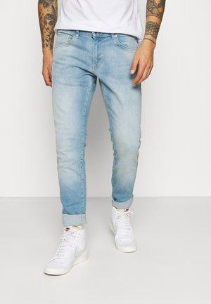 BATES - Jeans slim fit - light-blue denim