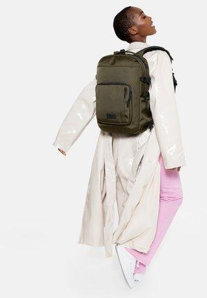 Plecak - cnnct khaki