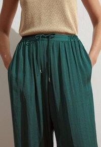 OYSHO - HAREM  - Pantaloni - evergreen - 3