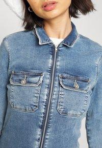 ONLY Petite - ONLINC CALLI  ZIP - Jumpsuit - light blue denim - 5