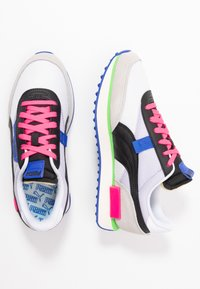 Puma - FUTURE RIDER PLAY ON UNISEX - Sneakers basse - white/gray violet/black - 1
