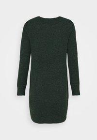 Vero Moda Petite - VMDOFFY O NECK DRESS PETIT - Pletené šaty - pine grove - 1