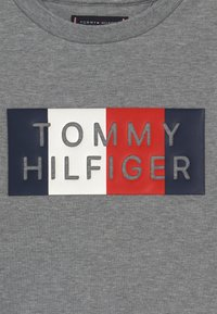 Tommy Hilfiger - GLOBAL STRIPE GRAPHIC - Longsleeve - grey - 3