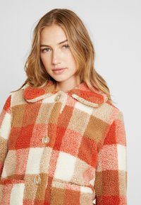 Miss Selfridge - CHECK BUTTON DOWN TRUCKER - Vinterjacka - orange/camel - 3