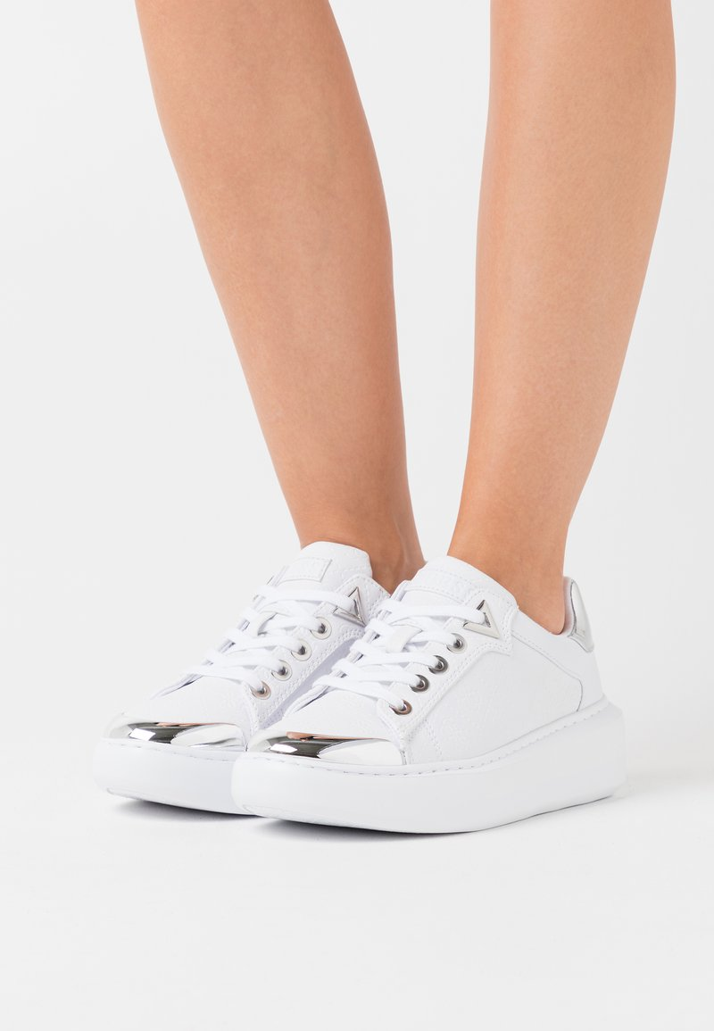 Guess - I-BRANDYN - Trainers - white