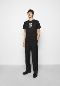 PS Paul Smith - MENS REGULAR  FIT SKULL - Print T-shirt - black - 1
