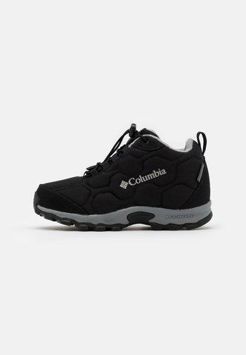 YOUTH FIRECAMPMID 2 WP UNISEX - Hiking shoes - black/monument