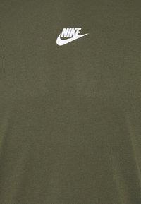 Nike Sportswear - REPEAT - Print T-shirt - cargo khaki - 2