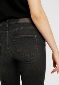 ONLY - ONLSHAPE DELUXE - Jeans Skinny Fit - black - 5