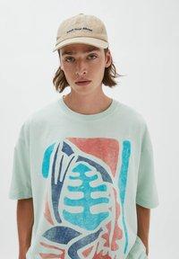 PULL&BEAR - NATURAL VIBES - Print T-shirt - light blue - 3