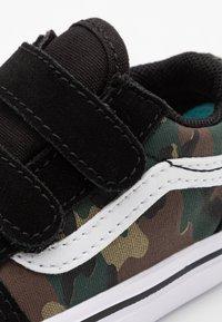 Vans - COMFYCUSH OLD SKOOL - Zapatillas - black/true white - 5