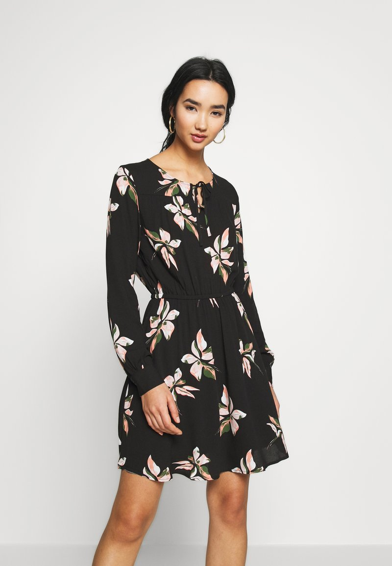ONLY - ONLCARRIE TIE SHORT DRESS - Kjole - black/nature mix
