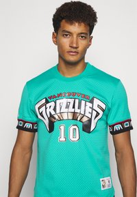Mitchell & Ness - NBA VANCOUVER GRIZZLIES MIKE BIBBY NAME NUMBER CREWNECK - Article de supporter - teal - 3