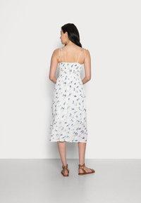Abercrombie & Fitch - SMOCKED BODICE MIDI DRESS - Vestito estivo - white floral - 2