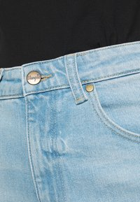 Wrangler - MOM  - Relaxed fit jeans - clear blue - 5