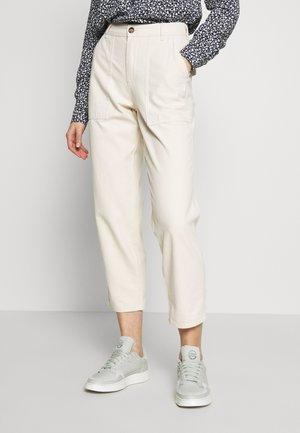 ONLDAMIA KOMBAT LIFE BARREL - Spodnie materiałowe - whitecap gray