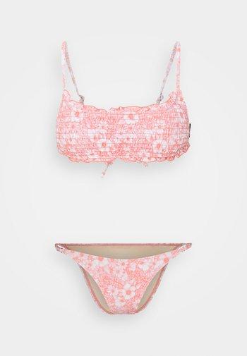 BACKLESS RUFFLE TOP THIN STRAP CHEEKY SET - Bikini - gentle shirred