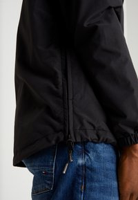 Lyle & Scott - OVERHEAD ANORAK - Light jacket - true black - 5