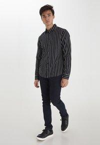 Casual Friday - Shirt - navy blazer - 1