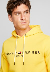 Tommy Hilfiger - LOGO HOODY - Sweat à capuche - yellow - 5