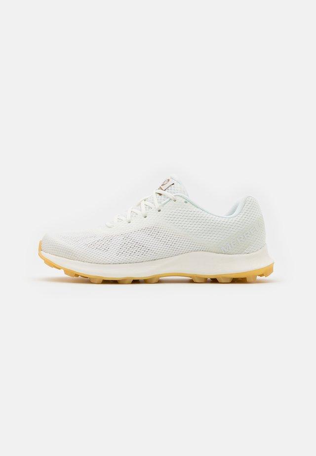 SKYFIRE - Chaussures de running - white