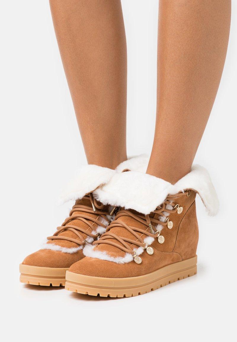 Marc Cain - Lace-up ankle boots - cognac