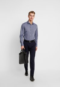 Seidensticker - SLIM FIT SPREAD KENT PATCH - Formal shirt - dark blue - 1