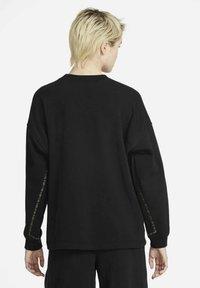 Nike Sportswear - CREW EARTH DAY - Sweatshirt - black/white - 2