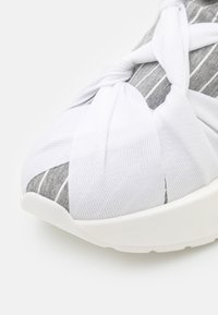MM6 Maison Margiela - Nazouvací boty - drizzle/white - 6