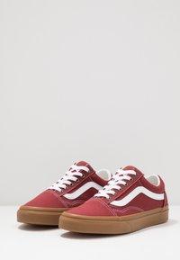 Vans - OLD SKOOL UNISEX - Sneakersy niskie - rosewood/true white - 2