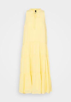 YASVELO MIDI DRESS - Vapaa-ajan mekko - pale banana
