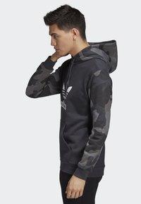 adidas Originals - CAMOUFLAGE HOODIE - Hoodie - grey - 2