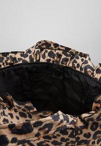 Loeffler Randall - TOTE - Kabelka - leopard - 4