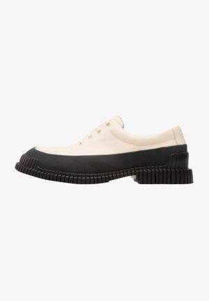 PIX - Sznurowane obuwie sportowe - white, dark grey