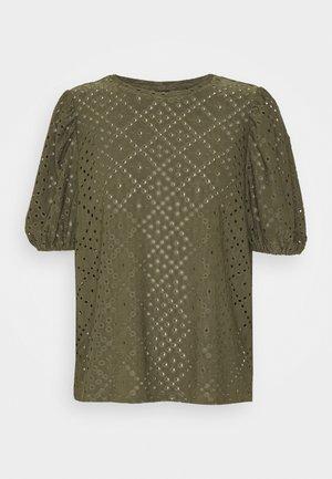 VMCOLUMBIA - Print T-shirt - kalamata