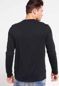 Lyle & Scott - CREW NECK PLAIN - Långärmad tröja - true black - 2