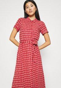 King Louie - ROSIE MIDI DRESS WARRIOR - Košilové šaty - apple pink - 3