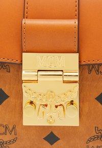 MCM - TRACY VISETOS SATCHEL SMALL - Handbag - cognac - 5