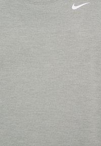 Nike Performance - DRY ELASTIKA TANK - Treningsskjorter - smoke grey - 5