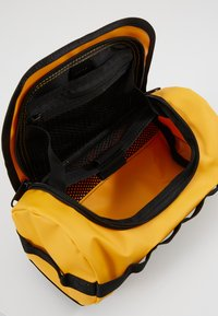 The North Face - TRAVEL CANISTER - Wash bag - summit gold/black - 5