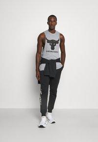Under Armour - ROCK RIVAL - Pantalones deportivos - black - 1