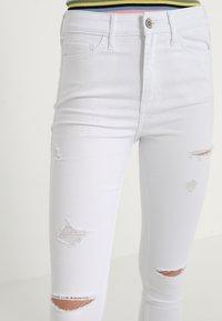 Hollister Co. - HIGH RISE - Skinny džíny - white - 3