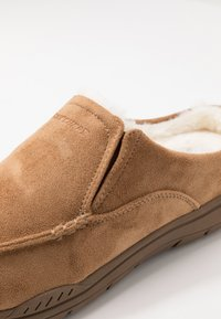 Skechers - EXPECTED X-VERSON - Slippers - tan - 5