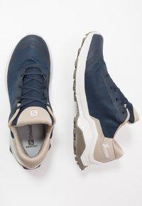 Salomon - X REVEAL GTX - Outdoorschoenen - navy blazer/vintage kaki/bungee cord - 1