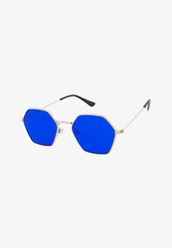 BEE - Sunglasses - silver