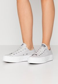 Converse - CHUCK TAYLOR ALL STAR LIFT - Joggesko - mouse/moonstone violet/white - 0