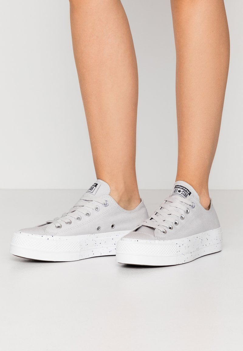 Converse - CHUCK TAYLOR ALL STAR LIFT - Joggesko - mouse/moonstone violet/white