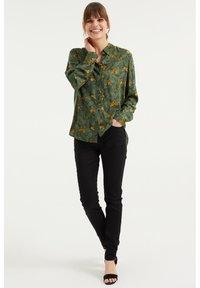 WE Fashion - MET DESSIN - Button-down blouse - dark green - 1